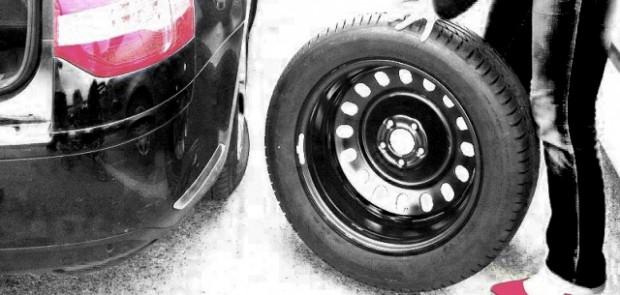 mobivia, oxyo pneu, changer un pneu, changer une roue, roue, voiture de femme, femme, sondage