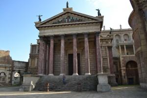 Rome, ford fiesta, forum romain, césar, cinecitta, voiture de femme