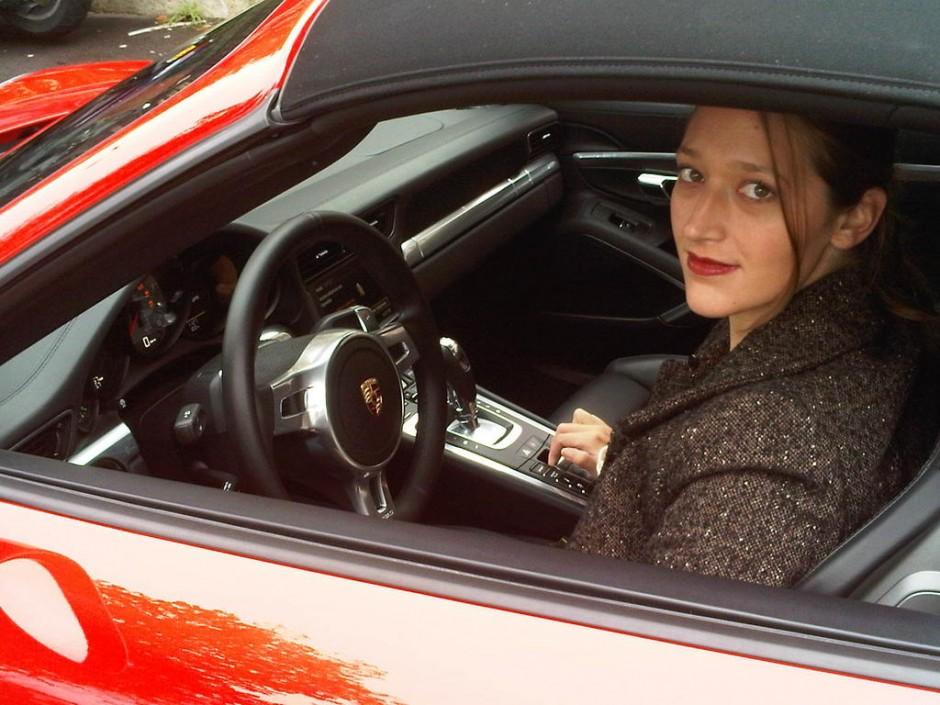 voiture rouge, pere noel, noel, fete, sélection, essai, rouge, voiture femme, porsche, clémence de bernis