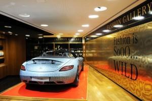 exposition, mercedes, top model, champs élysées, mode, robe, luxe, voiture femme