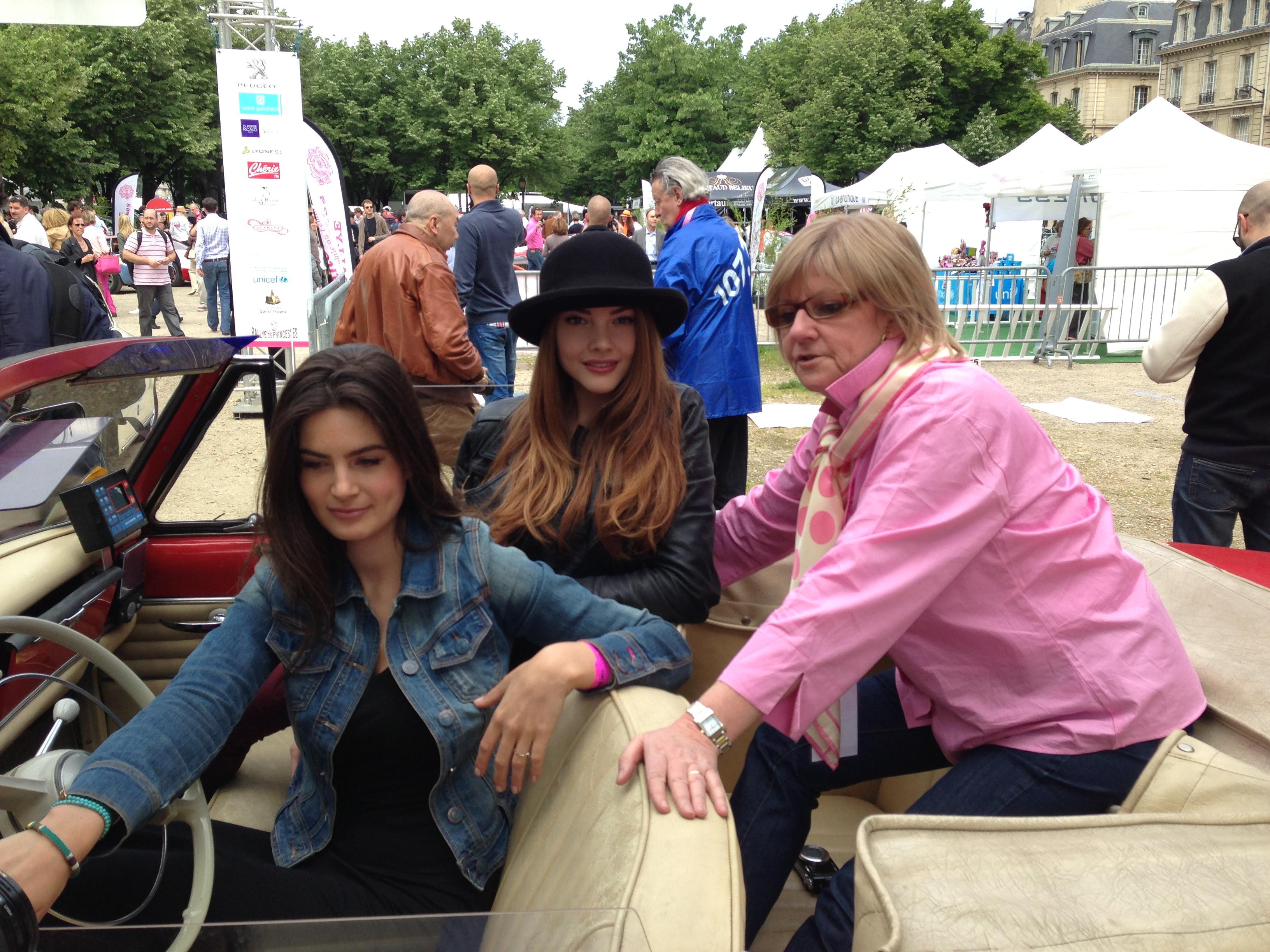 rallye des princesses, rallye des princesses 2013, viviane zaniroli, solweig lizlow, lara micheli, rallye, paris, invalides, voiture collections