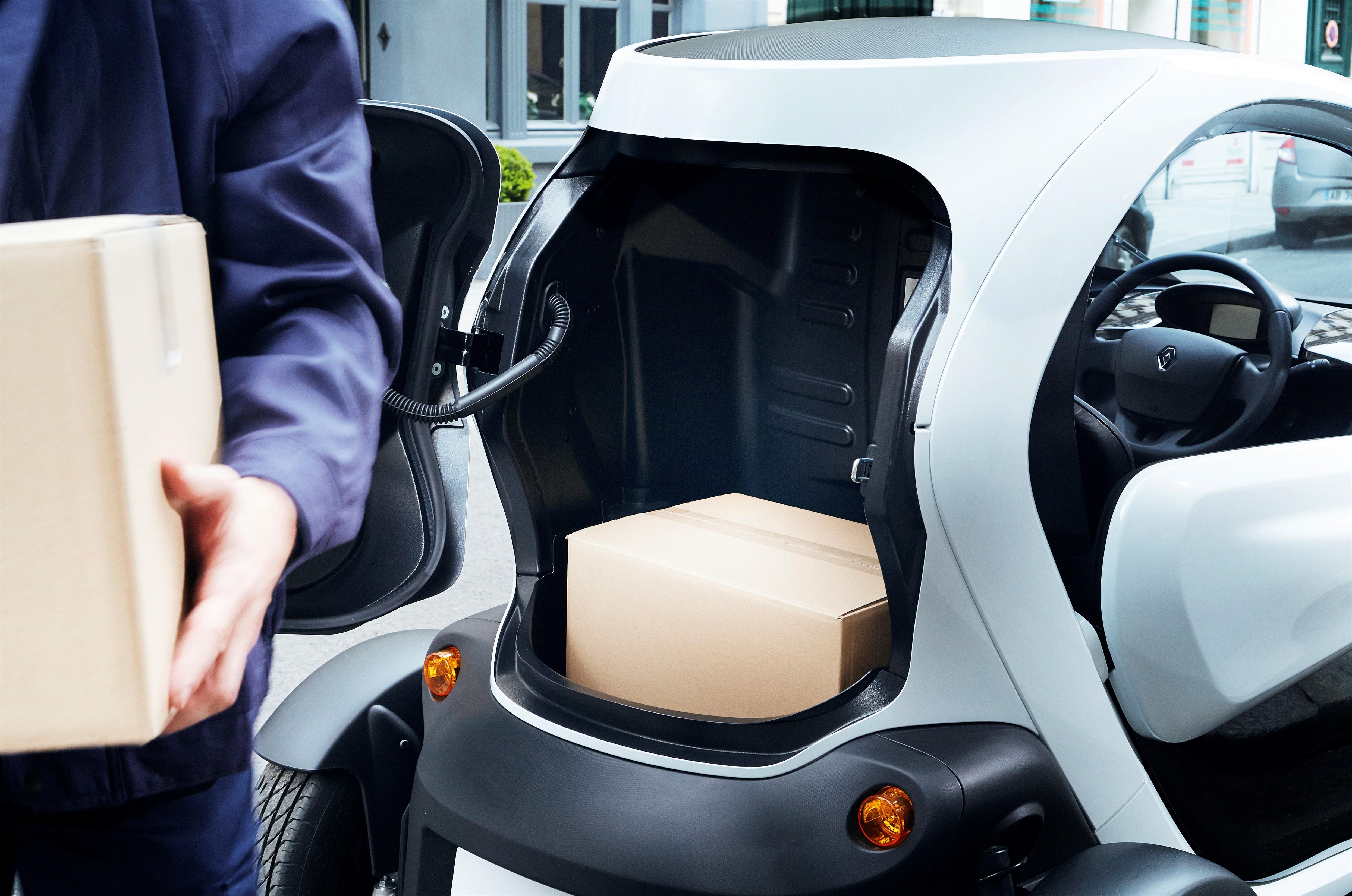 twizy cargo le nouveau renault s 39 quipe d 39 un coffre et perd une place. Black Bedroom Furniture Sets. Home Design Ideas