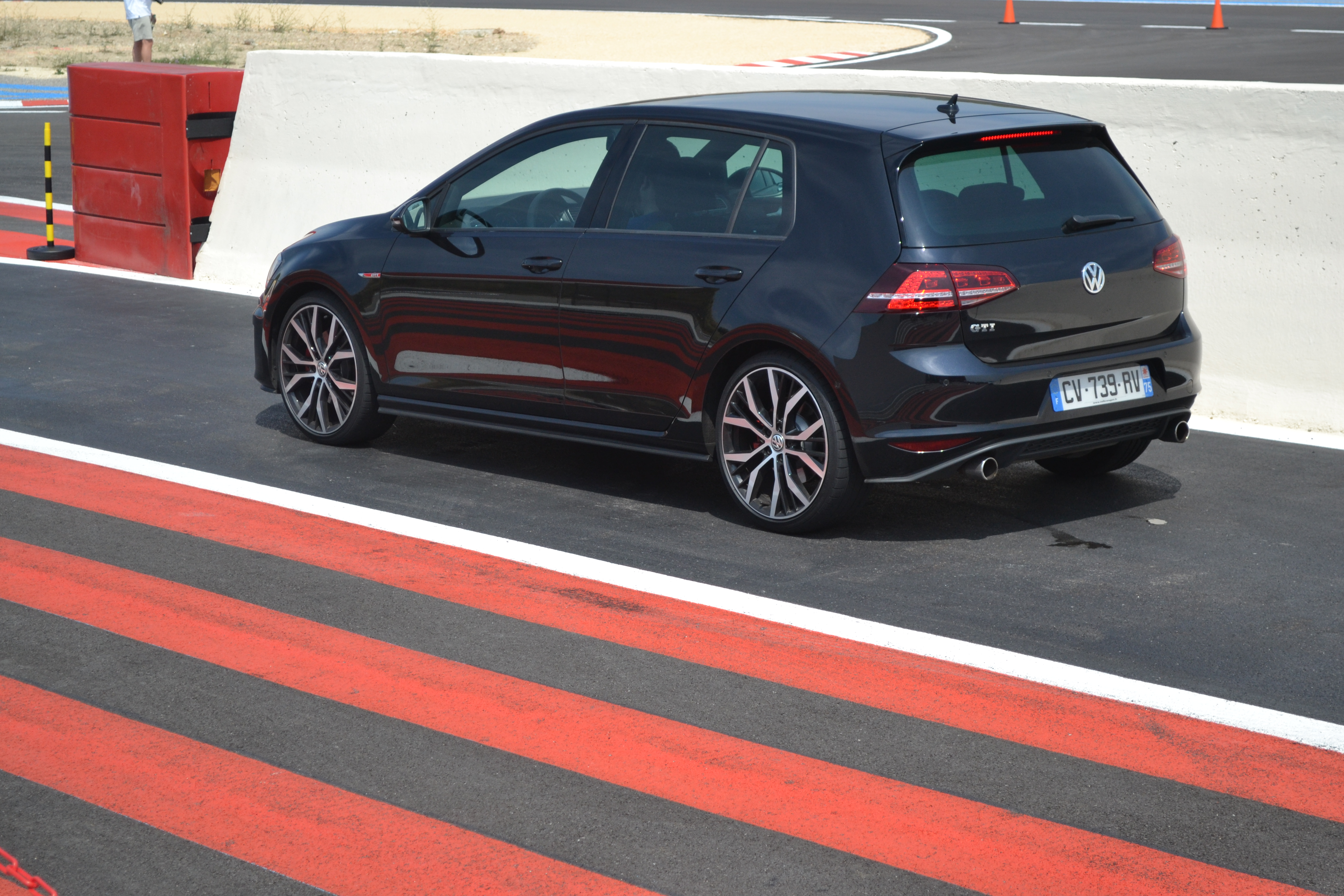 golf gti essai de la nouvelle sportive volkswagen sur. Black Bedroom Furniture Sets. Home Design Ideas