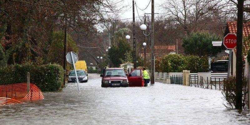 conseil de conduite, route inondée, inondation, sécurité routière, pratique