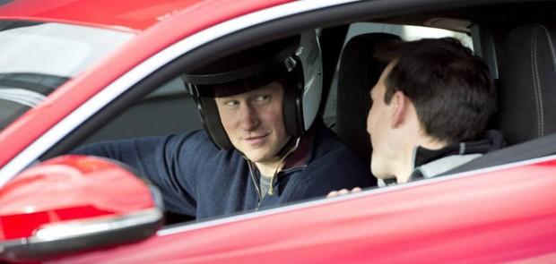 prince harry, circuit goodwood, royal foundation, policiers blessés, harry de galles, supercars