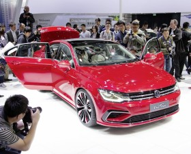 les enjoliveuses, salon de pékin, volkswagen, new midsize coupé, quatre portes