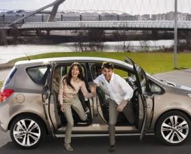 choix voiture, voiture feminine, honda jazz hybride, voiture hybride