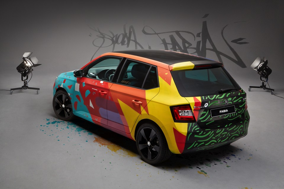skoda fabia un relooking street art par le graffeur armando gomes. Black Bedroom Furniture Sets. Home Design Ideas