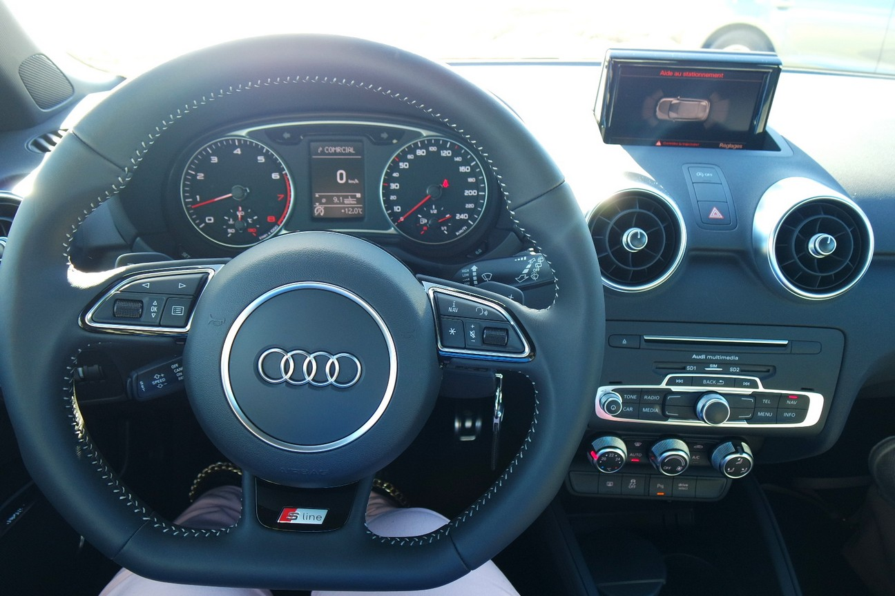 Nouvelle audi a1 citadine et sportive les enjoliveuses for Finition interieur