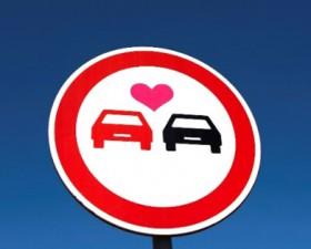 amour en voiture, saint-valentin, amour, séduction, voiture femme, astuce, sondage