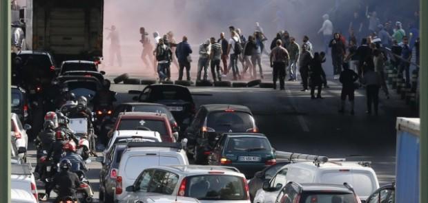 greve taxis, taxis, bernard cazeneuve, courtney love, manifestation, uberpop