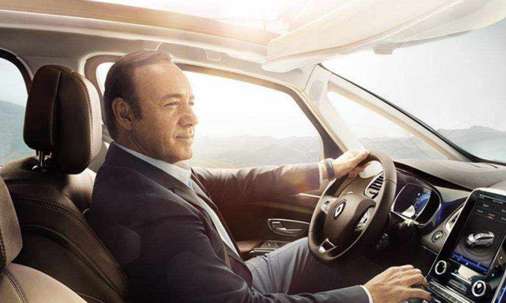 kevin spacey pr te son image au renault esapce pour sa pub et webs rie. Black Bedroom Furniture Sets. Home Design Ideas