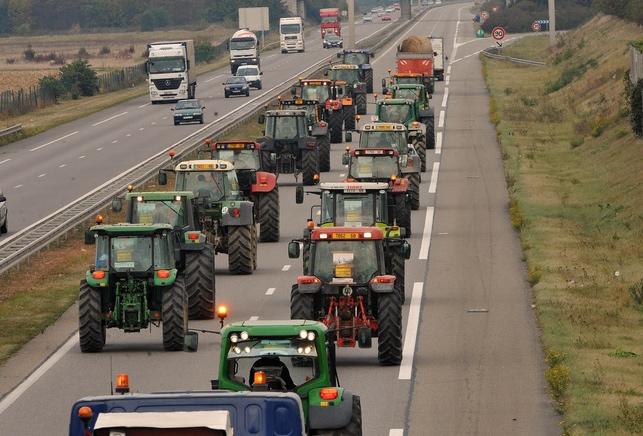 trafic du week-end, bouchon, embouteillages, bison fute, vacances, departs vacances, tour de france, manifestation agriculteurs