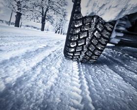 conduite en hiver, pneus, sécurité, conseil, conduite neige, route enneigée