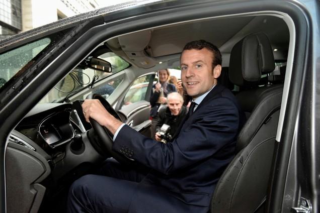 emmanuel macron, ministre de economie, renault, voiture autonome, conduite autonome, assurance, assurance auto