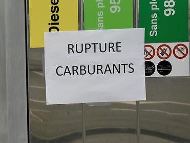 penurie carburant, penurie essence, station service, greve raffinerie, raffinerie, loi travail, CGT