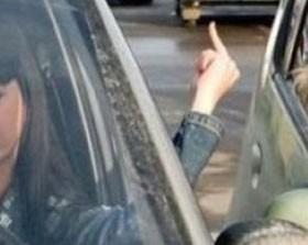 insulte en voiture, injure auto, enervement auto, insulte en voiture, injure au volant