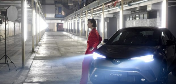 Milla Jovovich, Toyota, C-HR, theatre immersif, the night that flows