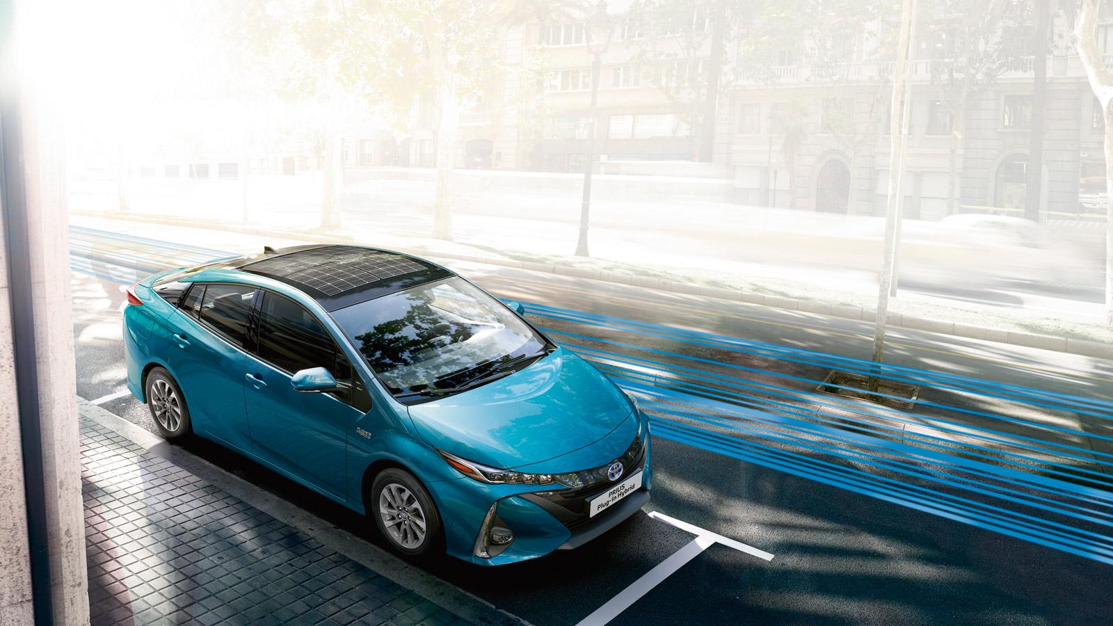 panasonic se lance dans l 39 automobile avec un toit photovoltaique sur prius. Black Bedroom Furniture Sets. Home Design Ideas