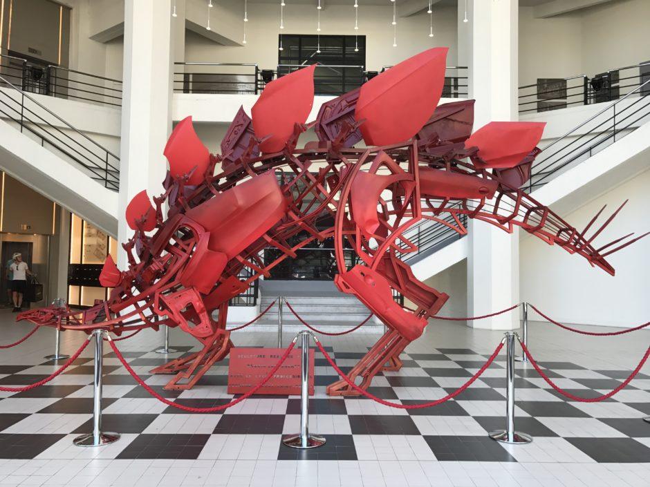 Sculpture Auto De Romain Lardanchet Dans L Entr 233 E De Now Coworking
