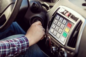 paiement embarque, parking, station service, plein essence, paiement voiture, technologie