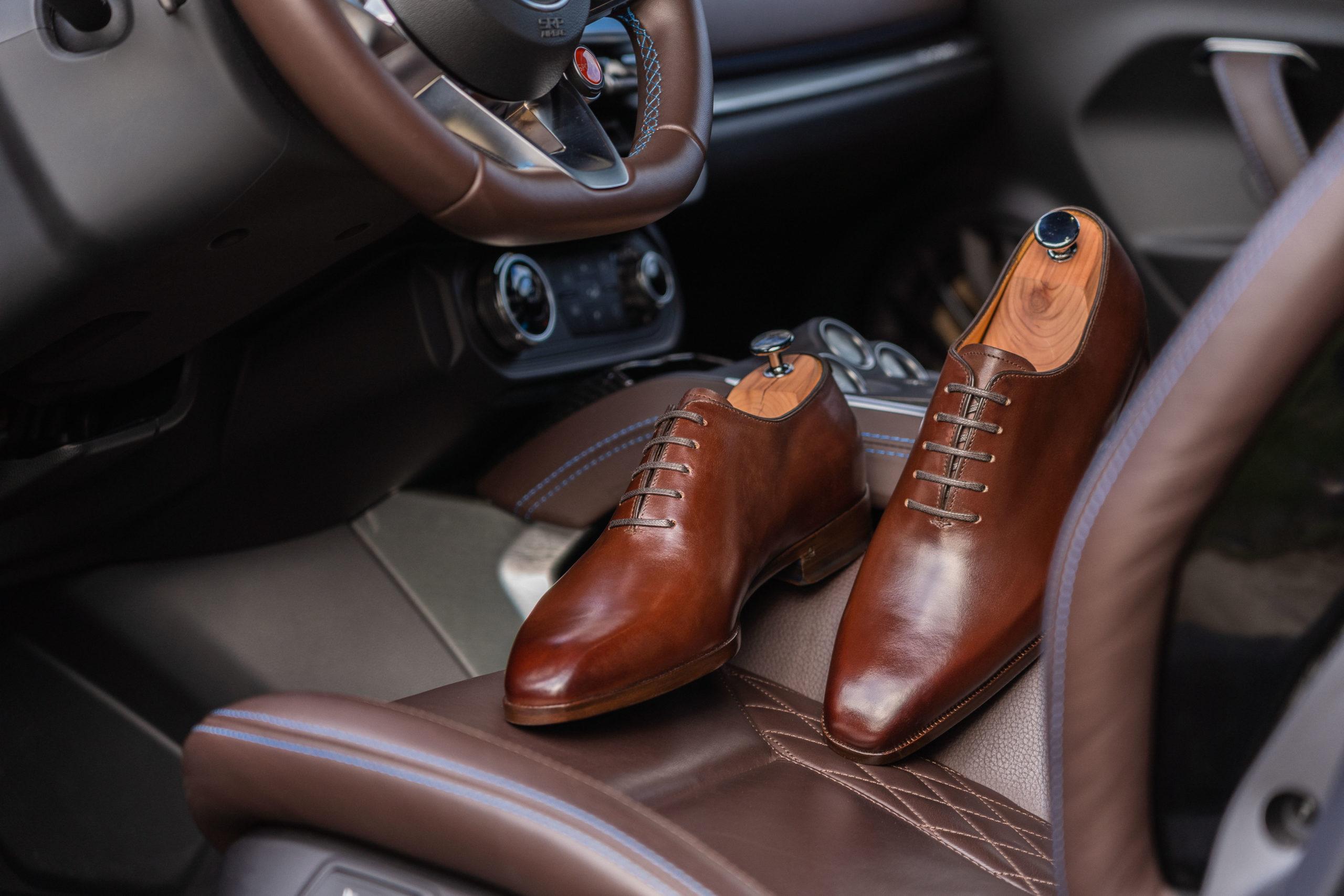 alpine, a110, alpine A110, voiture de sport, clémence de bernis, in corio, chaussures de luxe, chaussures en cuir, chaussures homme, concours, jeu-concours