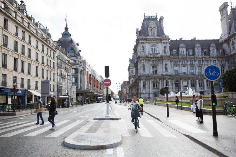 rue de rivoli, velo, anne hidalgo, paris sans voiture, pistes cyclables, écologie