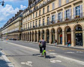 rue de rivoli, velo, anne hidalgo, paris sans voiture, pistes cyclables, écologie, rivoli